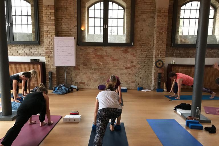 Yogahalle Lüneburg Yogalehrer Ausbildung UNIT Yoga
